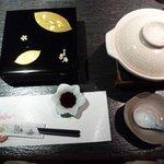 和の食彩 吉楽庵 - 宴会コースの口取りと鍋