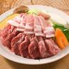 山麓苑 - 料理写真:山麓苑定番のジンギスカンセット。羊のラム肉と豚ロース肉を盛り合わせた料理です。