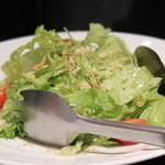 63375529 - 新鮮野菜のグリーンサラダ ハムと一緒に頂く
