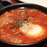 63375550 - BALTON名物!煮込み(温玉入り) スープはガーリックトーストに付けて頂いた