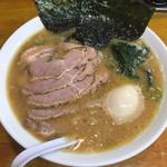 らーめん 喜輪 - チャーシューメン(870円)と味玉(50円)
