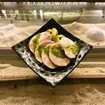 Bar Co-ya - 自家製の鶏ハムのバジルソース添え¥500