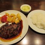 熟成肉バル Carne Rico Katete - 牛ハラミのステーキ 980円
