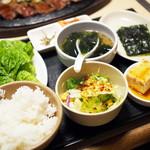 冷麺館 - 焼肉定食