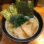 横浜ラーメン とんこつ家  - ラーメン(醤油)