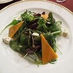 マゼランズ - 有機ベビーリーフとチーズとクルミのサラダ