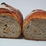 パン・ド・ブレ - 栗とカシューナッツのカンパーニュ