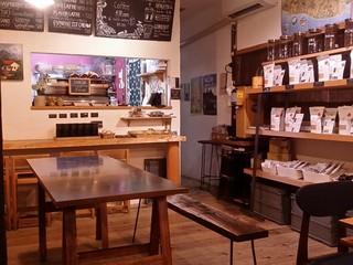 タナカフェプラスコーヒーロースター - 店内