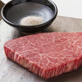 当店の正肉は宮崎県産A5黒毛和牛の中でも若い雌牛のみを使用