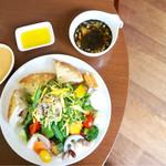 CAFE DECO - ひじきの入ったスープ。