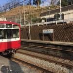 みのかん - 神奈川駅ホーム狭っ、