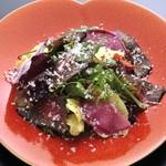自家製神戸牛熟成ハムと有機野菜のサラダ