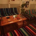 DivingShop&Cafe Gillman - ソファーでゆっくり宴会もOK!