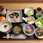 63391726 - 焼魚定食 鰆の西京焼き @1,400円                       実はお刺身定食とも迷ったのですが、焼魚定食にもお刺身がセットになっていました。