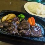 ステーキハウス・キッチンブル - 料理写真:「ステーキランチ」(1,200円+税)のメイン。これにスープとサラダがつきます。美味しいお肉と絶品ソース。
