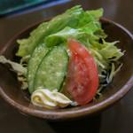 ステーキハウス・キッチンブル - サラダにマヨネーズ。スープはポタージュ。とても美味しかったデス。