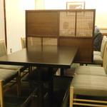日本料理 いらか - 入口左手の客室