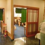 日本料理 いらか - 入口右手の客室