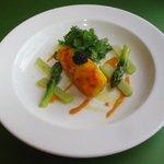ダンデライオン - 料理写真:オマール海老を包んだ平目のサフラン風味