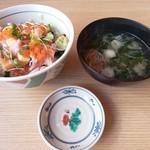 目利きの銀次 - 【2017.3.3(金)】バラチラシ丼(並盛)820円