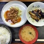 かしわ屋 - 料理写真:焼肉とナス焼き