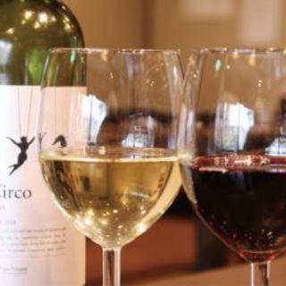 ソムリエ資格所持者の店長が選ぶワインもリーズナブルに。