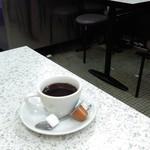 喫茶 木村家 - 床は、水はけのよさそうなタイル張り。