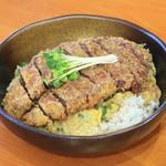 道の駅 但馬のまほろば 茶すり庵 - 但馬牛カツ丼1,800円(税込)肉厚但馬牛を贅沢に使用したビーフカツ丼です。