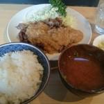 角常食堂 - 牛バラ肉のステーキ定食 800円