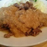 角常食堂 - ステーキソースは柔らかな酸味が特徴 ちょっと洋風の独特な味付け