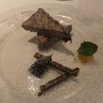 ヴォーロ・コズィ - チコリのセミフレッド、りんごのジャム、アーモンドのクッキー