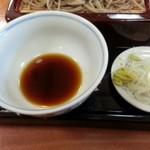 63413011 - 蕎麦の付け汁も甘め(出汁は鰹、昆布、椎茸)