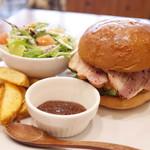 burger house UZU - 平日ランチのアップルウッドスモークベーコンチーズバーガー(1250円・外税)