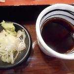 柏香亭 - つゆと薬味(わさび、白ネギ)