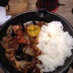 キャンプエクスプレス 相鉄ジョイナス店 - 熊本のでこなすを使用  揚げナスとベーコンのカシミールカレー790円