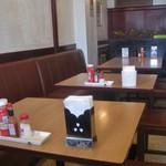 レストラン泉屋 - 店内