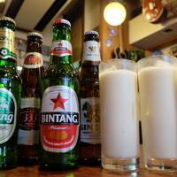 パンチマハル - 自家製ヨーグルトの濃厚ラッシーとアジアンビール