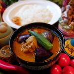 パンチマハル - 鶏手羽元と茄子のインド風カレー