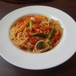 馬車道 - 料理写真:たっぷり野菜のトマトソーススパゲッティ