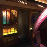 63427607 - 個室から見えにくいように、扉ガラスが鏡張りのようになってるのですが、鮮やかなグリーンに輝き、キレイで幻想的!
