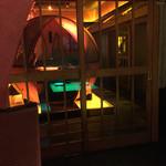 63427612 - よく見ると、普通個室のテーブルが緑に光って見える。