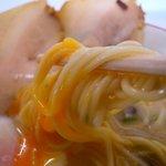 ラーメンまむし - この日のスープは玉子に勝つスープ
