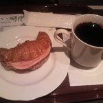 6343833 - クロワッサンサンドとコーヒー