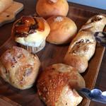 63432657 - 購入したパンたち。食パンも追加でいただきました(^-^)