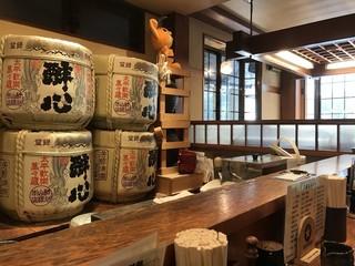 全国銘酒 たる松 上野店 - 店内風景
