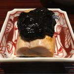 Nishiazabukikuchi - 余市あん肝 海苔佃煮 あん肝はシンプルに酒などを効かせずに蒸しあげて。ねっとりとして濃厚で余市の旨味がたまらない。佃煮は甘く強い味で相性は良いがすこし量が多い印象。