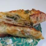 ぱんや 紺青 - リュスティック生地の中にチーズと香りの良いパクチーを練りこんであります。