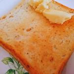 63438133 - 発芽玄米食パン。バターを添えて