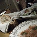 味倶楽部 月家 - パンとサラダ
