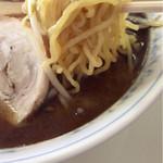 63444350 - 西山製麺の多加水縮れ麺